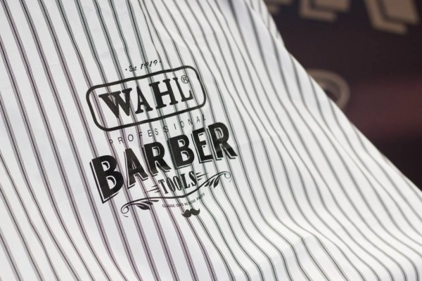 Пеньюар для барберов «Wahl» Barber Cape Pinstripes в Москве